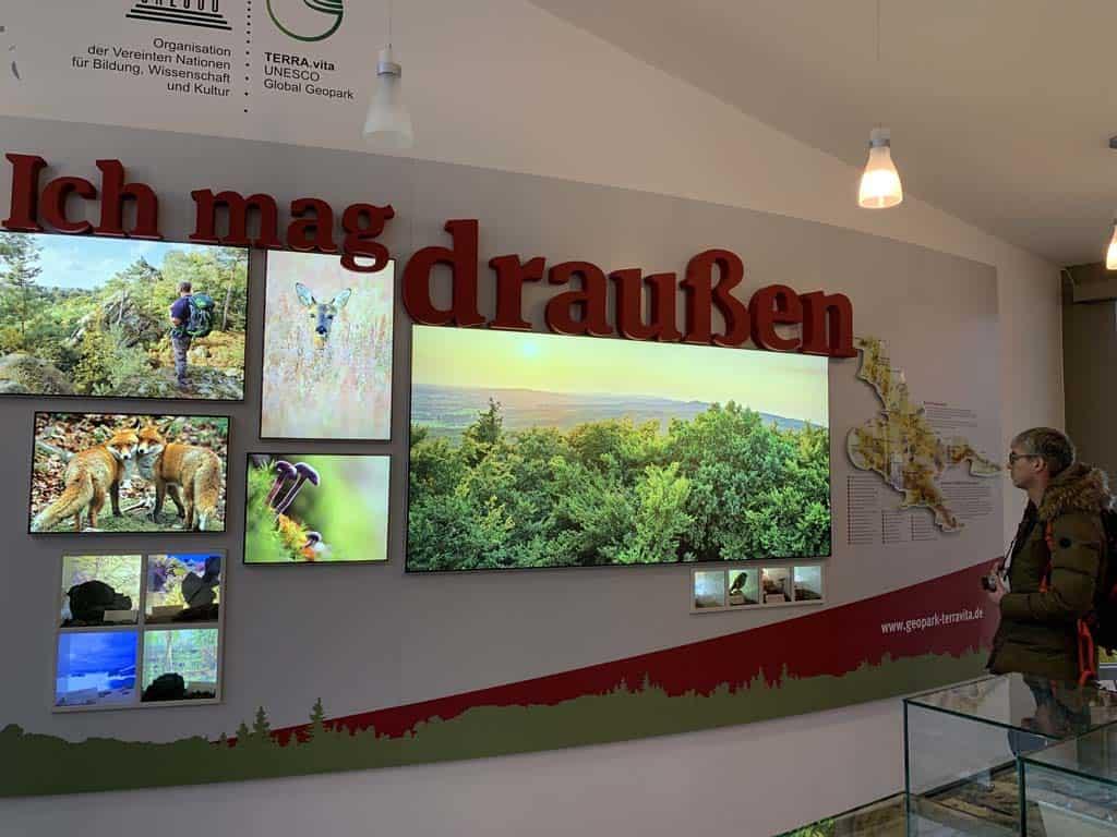 In het ontvangstgebouw van het boomkroonpad is een kleine tentoonstelling te vinden.