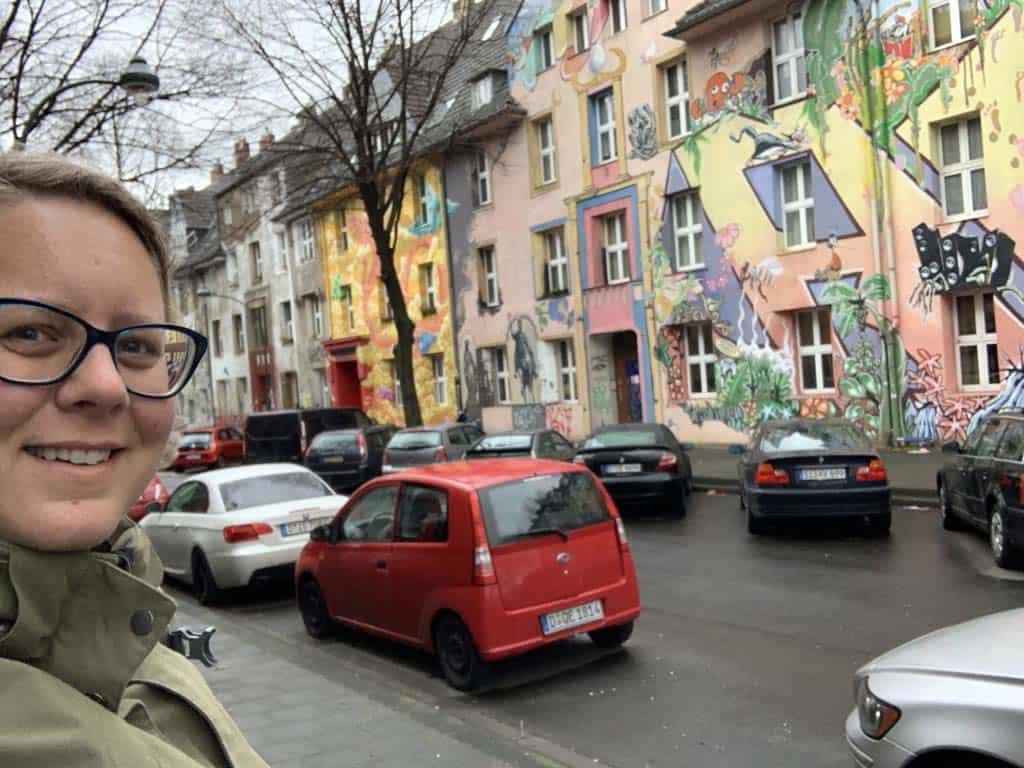 Een straat vol met street art in Düsseldorf. Met kinderen leuk om een kijkje te nemen.