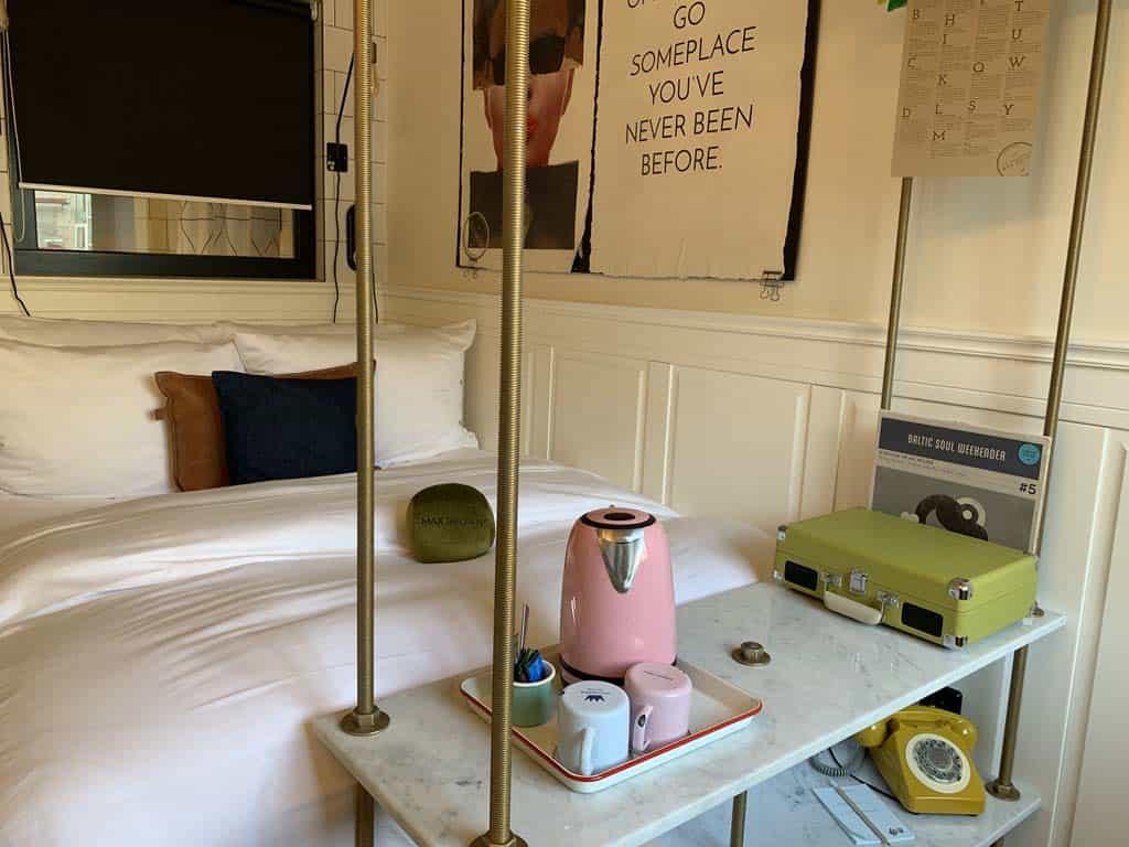Toffe retro hotelkamer.
