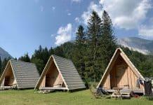 Wij kiezen voor deze houten hutjes op Camp Podljubelj, een kleine camping in Slovenië.
