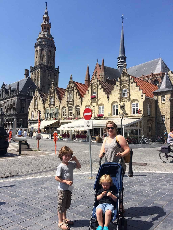 Veurne is een leuk stadje als je wilt overnachten bij Plopsaland De Panne.