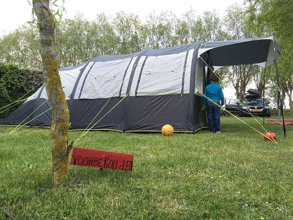 Ons plekje op camping Kindervreugd is gereserveerd.