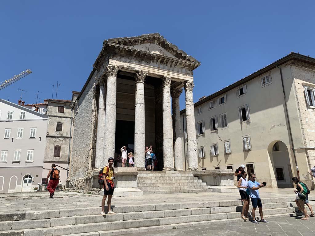 De tempel van Keizer Augustus.