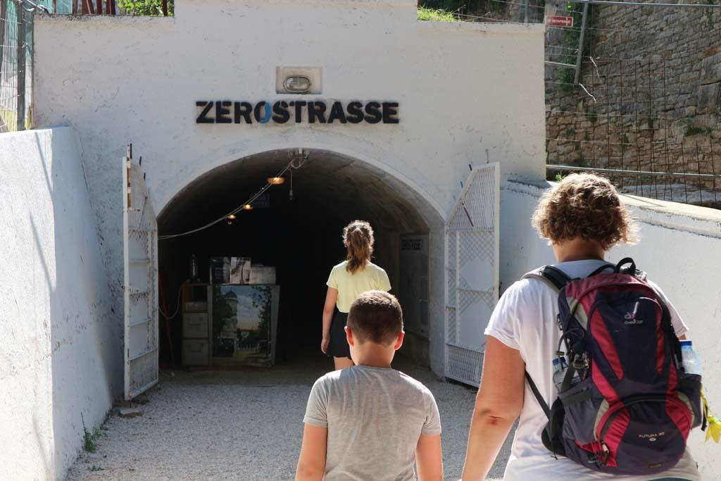 Ingang van de Zerostrasse.