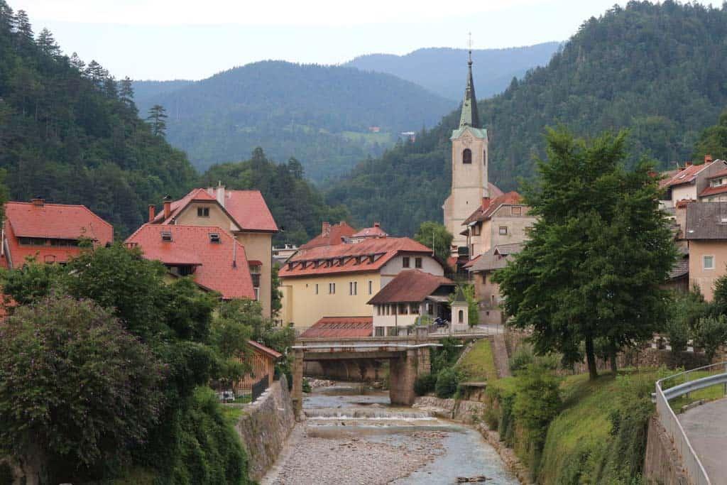 De camping ligt vlakbij het stadje Trzic.