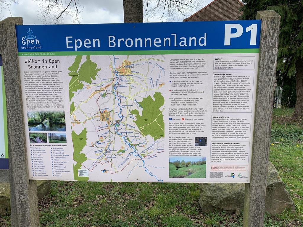 bord met wandelroutes wandelen Limburg