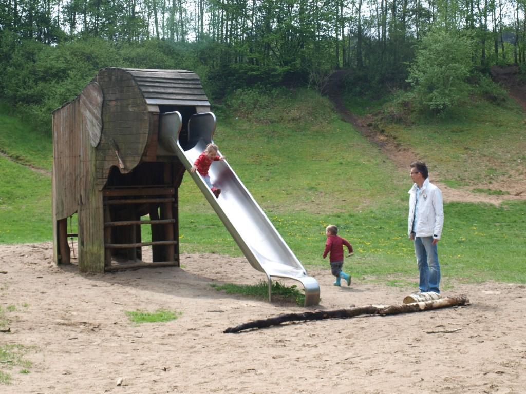 Wat een leuk speeltoestel kom je tegen bij deze kindvriendelijke wandelroute.