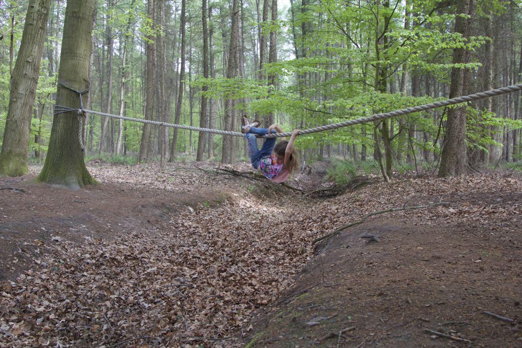 Een wandeling met survivalopdrachten, daar worden kinderen blij van.