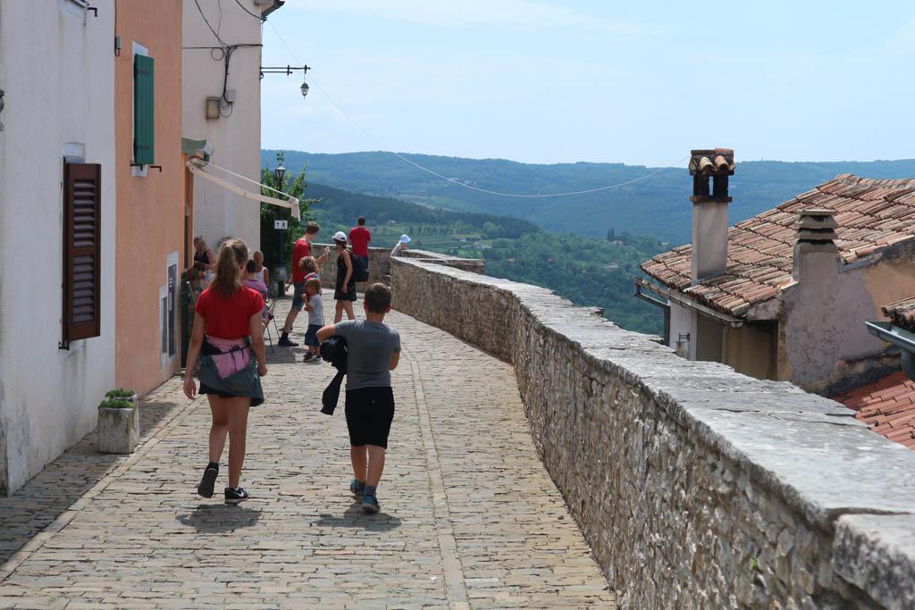 In het binnenland is Motovun een stadje met sfeer en met uitzicht.