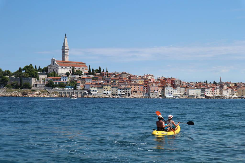 Zicht op Rovinj. Een schitterend stadje dat je tijdens een zomervakantie in Kroatië niet mag missen.