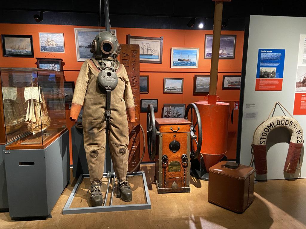 Genoeg interessante spullen te zien in het MuzeeAquarium in Delfzijl met kinderen