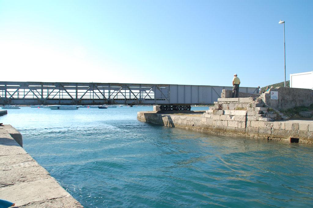 De draaibrug in Osor die Cres met Losinj verbindt kvarner-eiland-3
