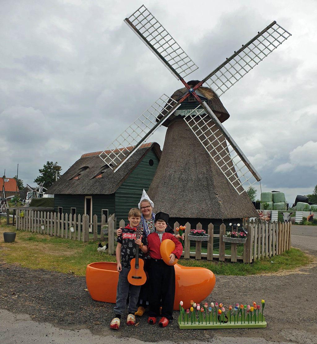 Vastgelegd in Volendams tenue, net als opa en oma volendam-met-kinderen-24