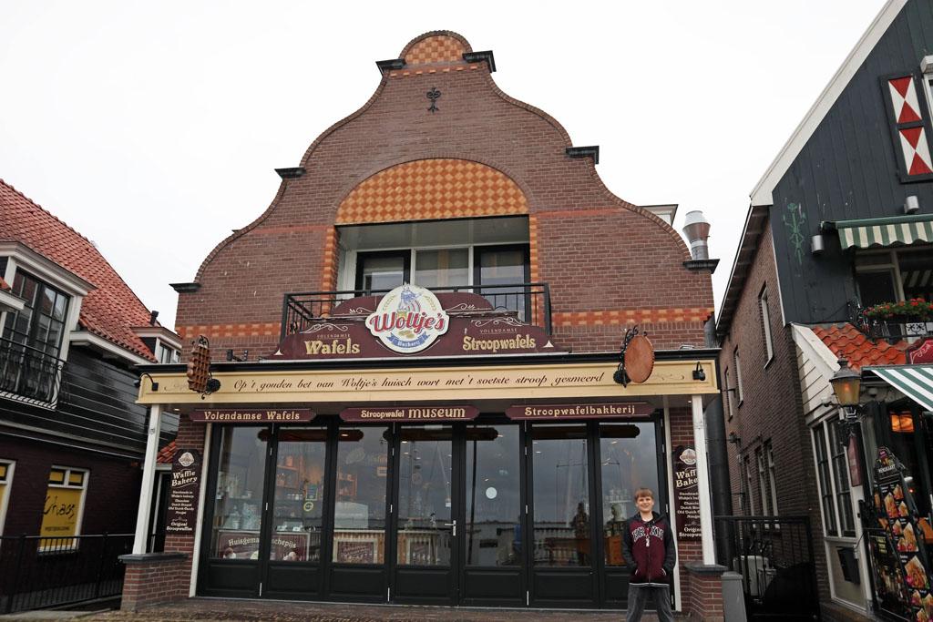 Woltje's Backerij voor de enige echte hollandse stroopwafel. volendam-met-kinderen-32
