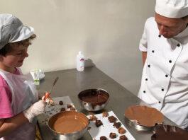 De-Bonte-koe-met-chocolatier