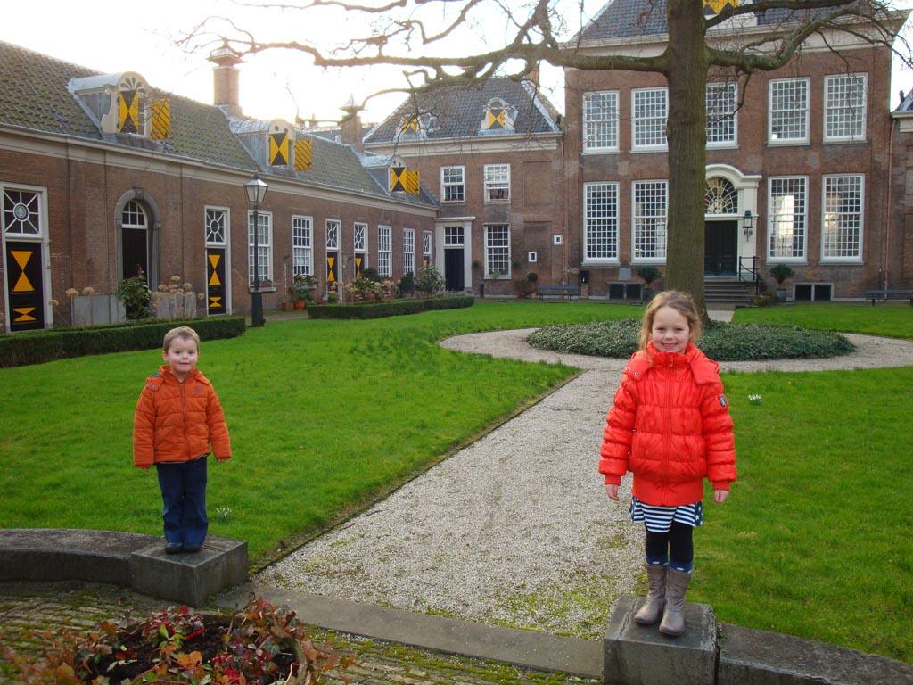 In een van de Haarlemse hofjes.