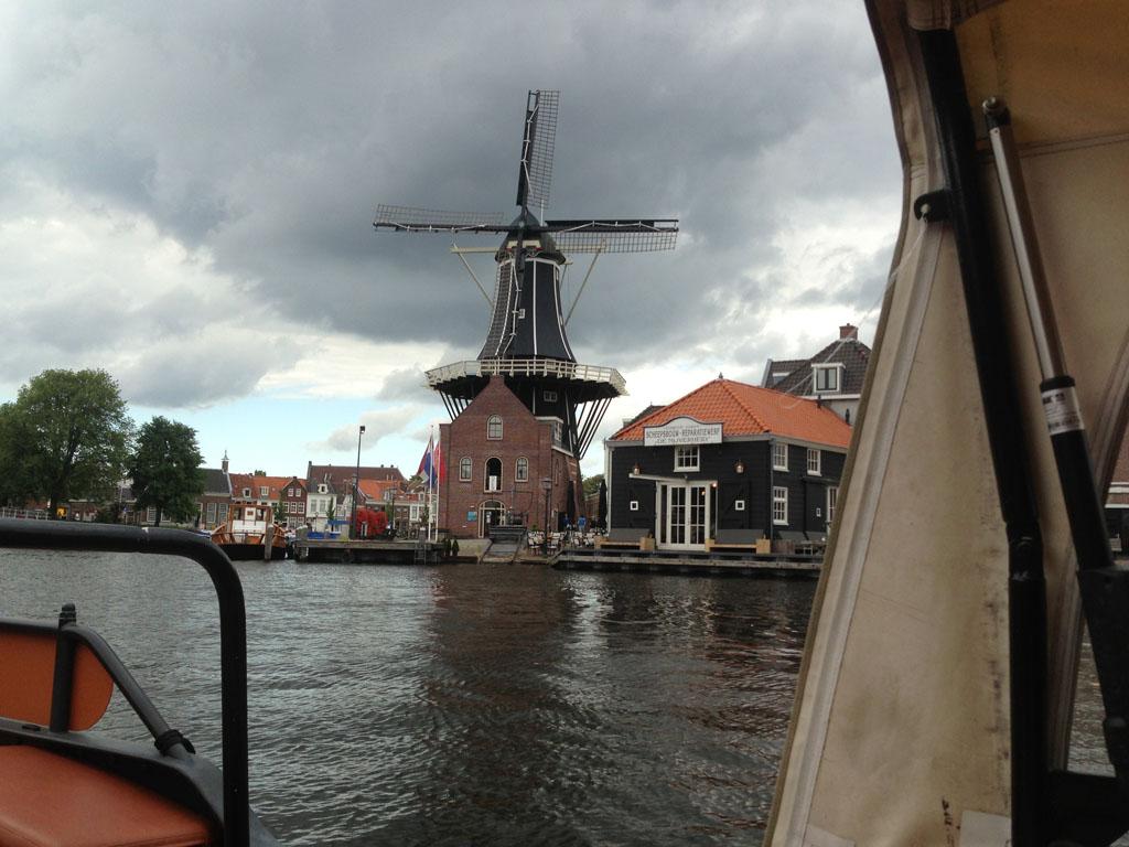 Er staat zelfs een molen langs het Spaarne.