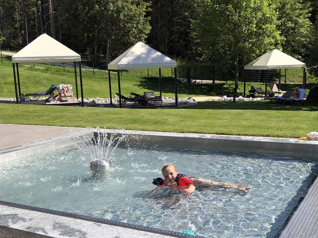 Onze dochter is dol op zwemmen. De Tiswim uitproberen is dan ook super leuk.