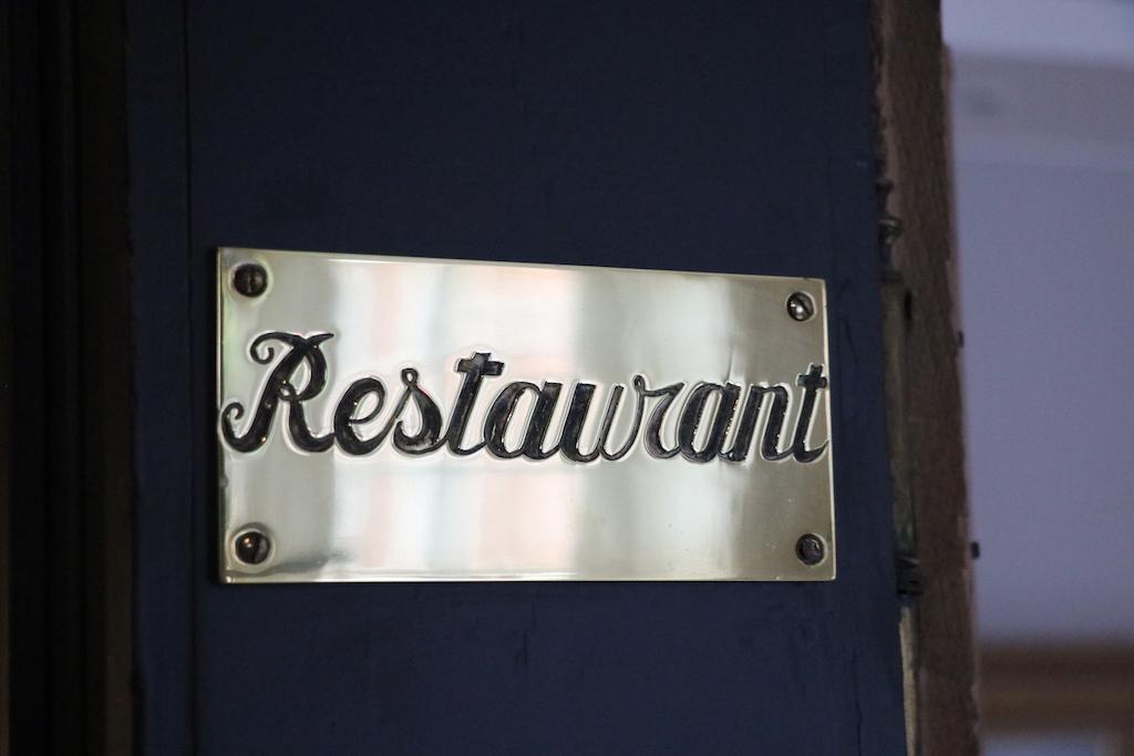 We zien in ons vakantiehuis nog verschillende herinneringen aan de tijd van het restaurant.