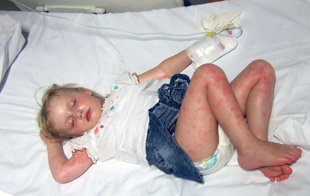 Het privéziekenhuis waar de dochter van Iris is onderzocht, wil dat ze ter plekke duizenden euro's contant afrekent.