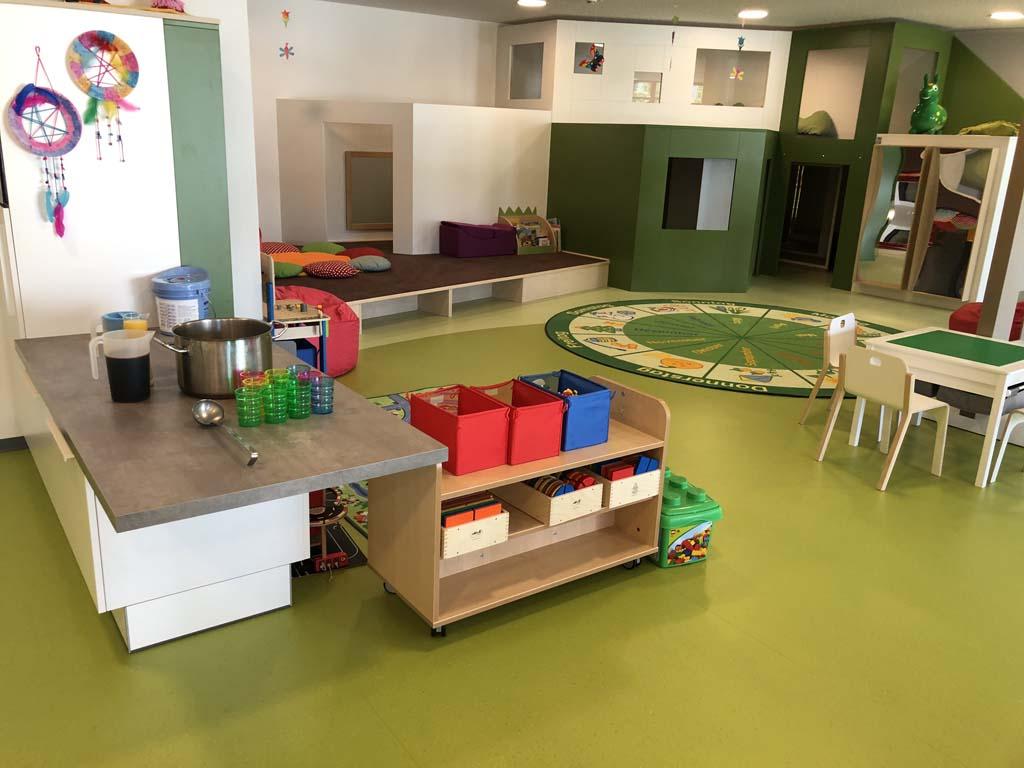 Bij de kinderopvang is er genoeg ruimte om te spelen. Daarnaast is er elke dag een animatieprogramma.