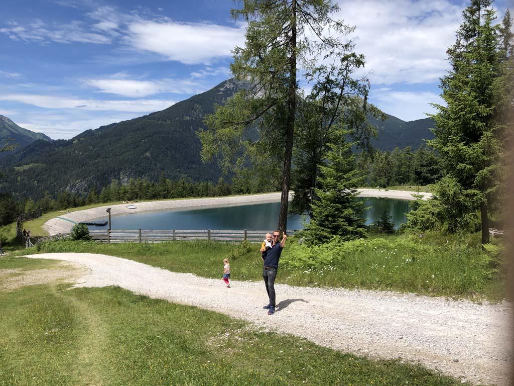 Prachtig blauw bergmeertje naast de berghut Gamsalm.