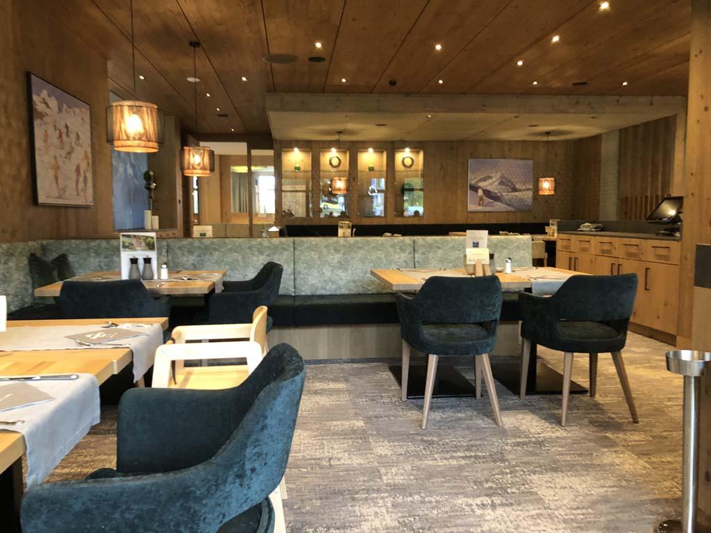 Het restaurant ziet er gezellig uit en heeft heerlijke stoelen.