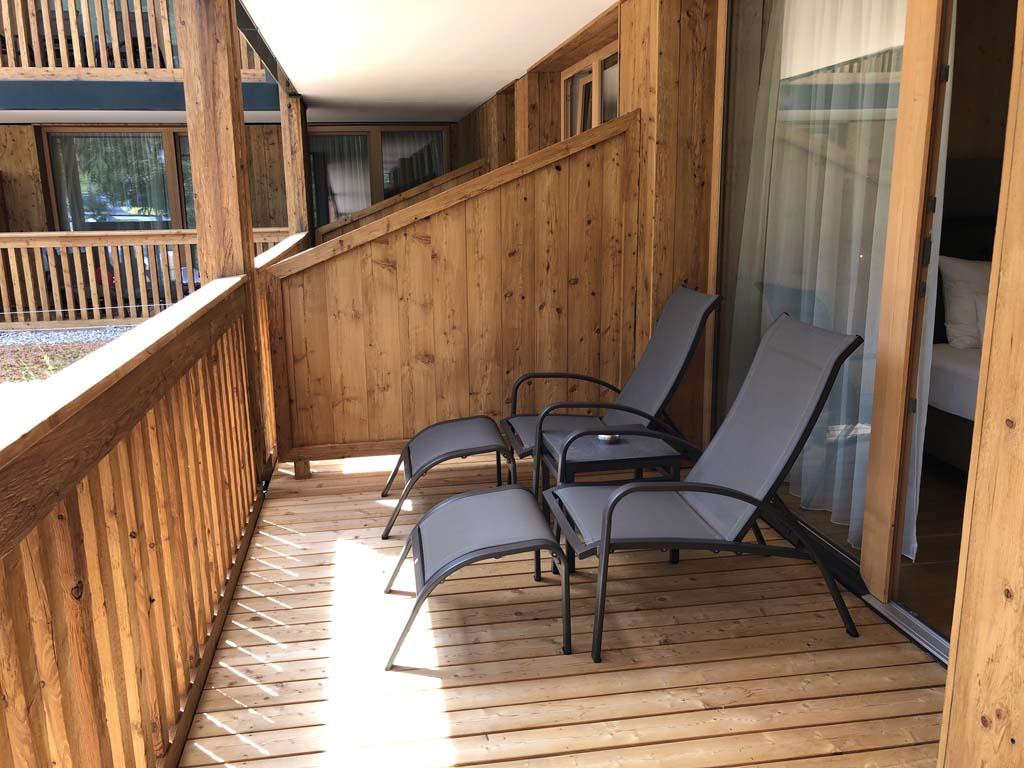 De kamer heeft ook een mooi ruim balkon.