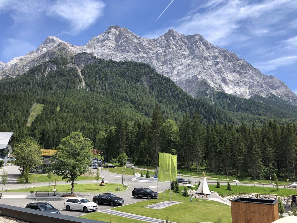 Eén kant van het Zugspitz resort heeft dit mooie uitzicht op de Zugspitze.