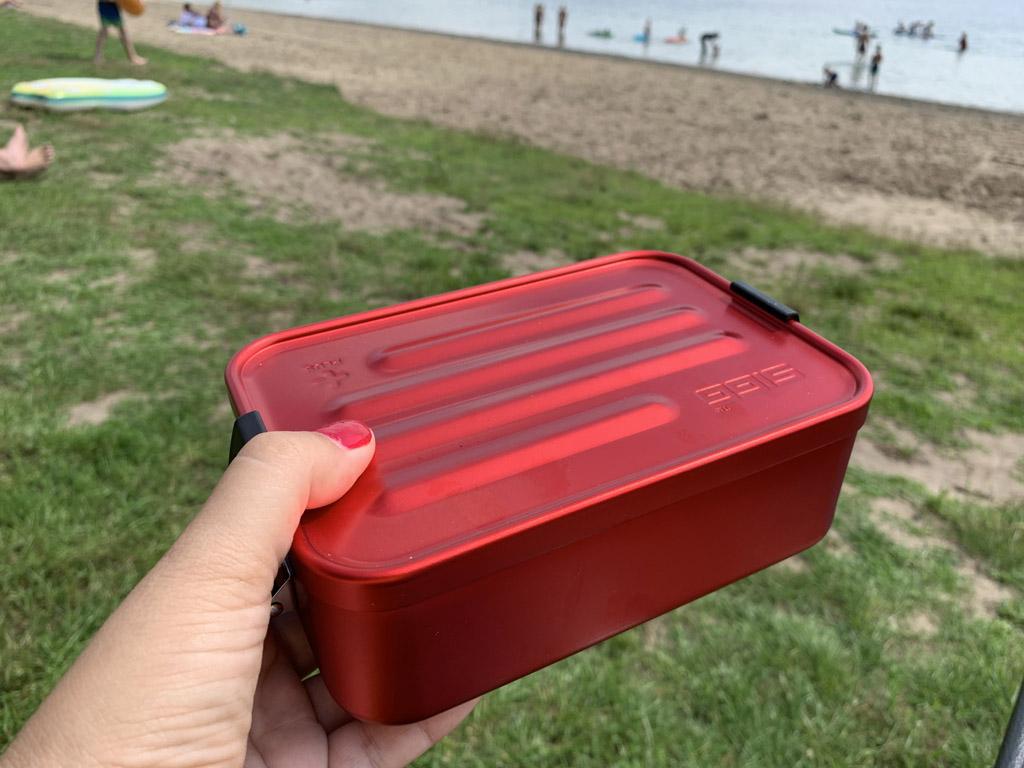 Ik hou echt van dit Zwitserse design. Deze lunchbox kan ik na de vakantie ook meenemen naar m'n werk.