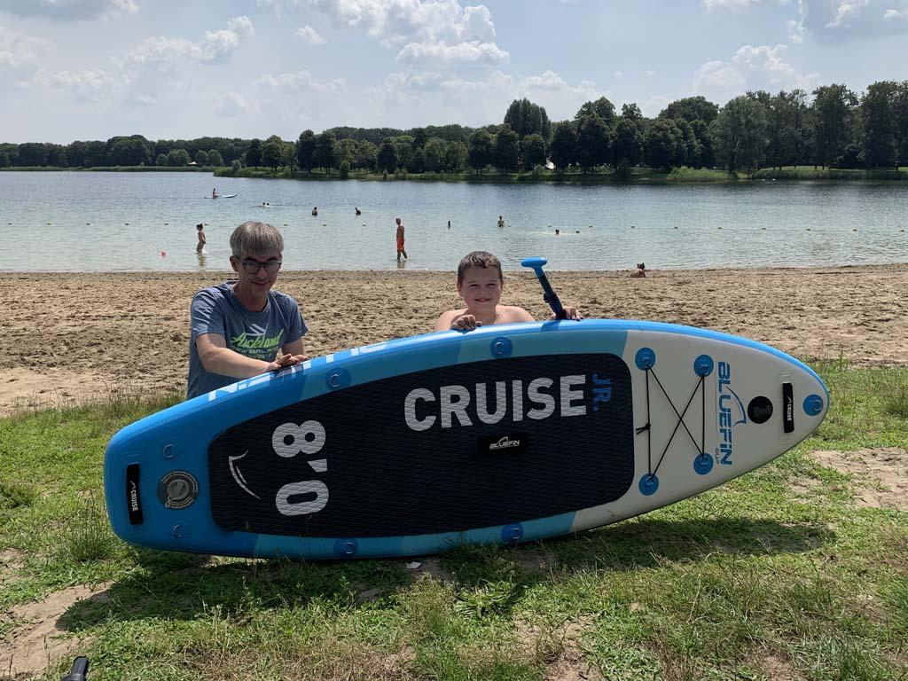 Onze zoon heeft de goede leeftijd, lengte en gewicht voor de Bluefin Cruise Junior.