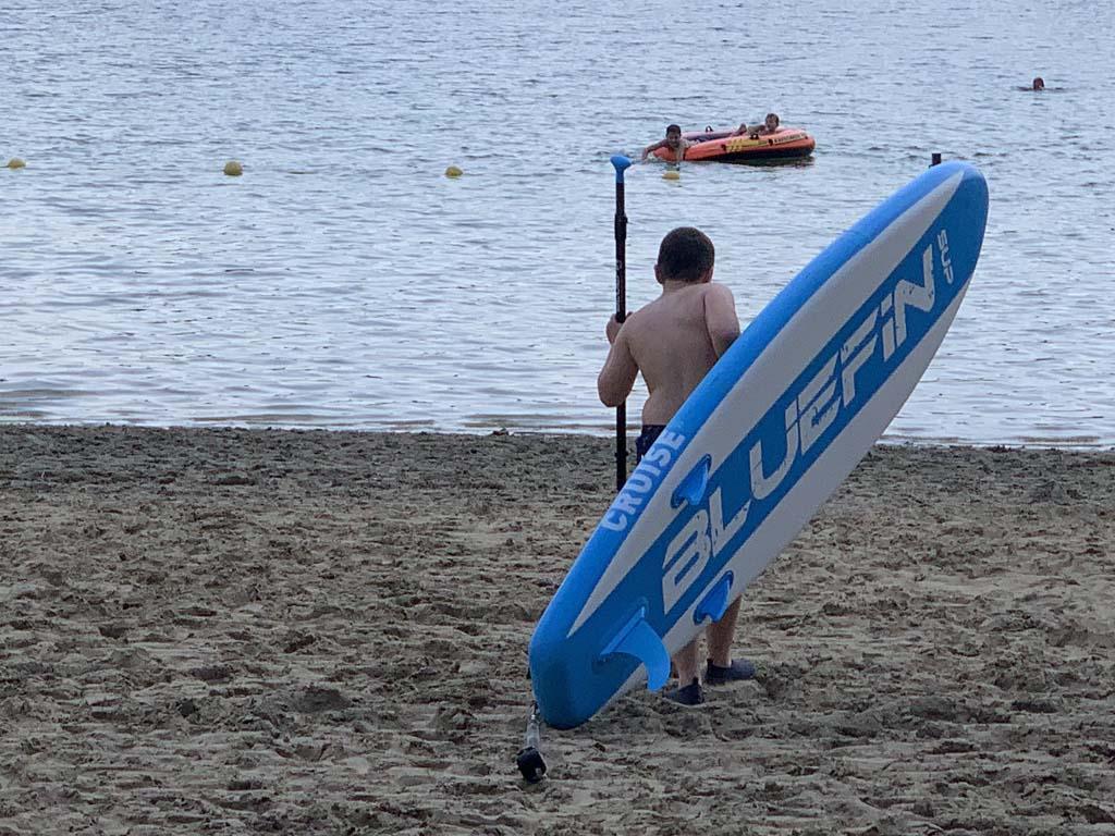 Zelf tillen kan prima qua gewicht, maar de lengte van het supboard maakt het lastiger.