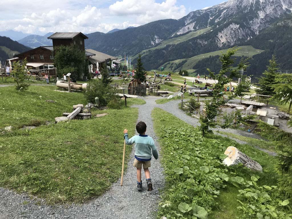 Bij het middenstation van de Asitz berg is ook van alles te beleven.