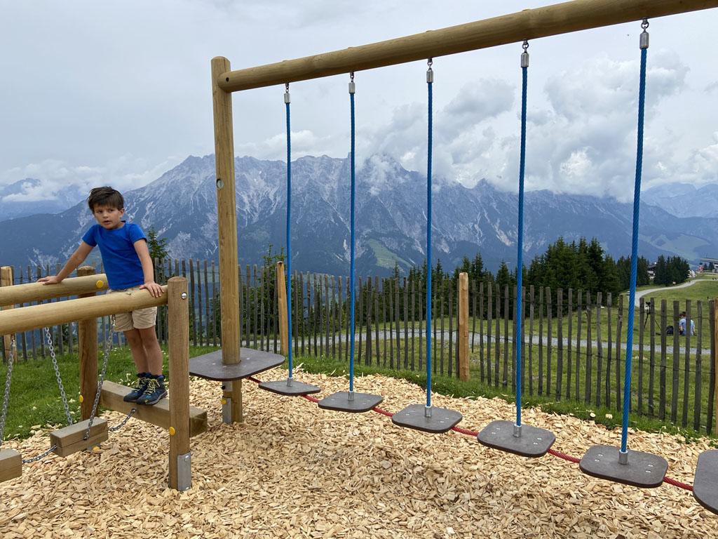 De speeltuinen op de Asitz zijn mooi aangelegd en wat een uitzicht!