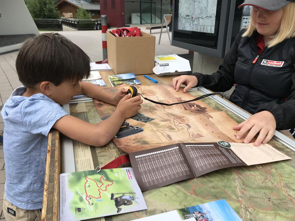 Naast de Kids Hiking Challenge zijn er genoeg andere familiewandelingen, zoals expeditie Kodok waarbij je een schatkaart krijgt.