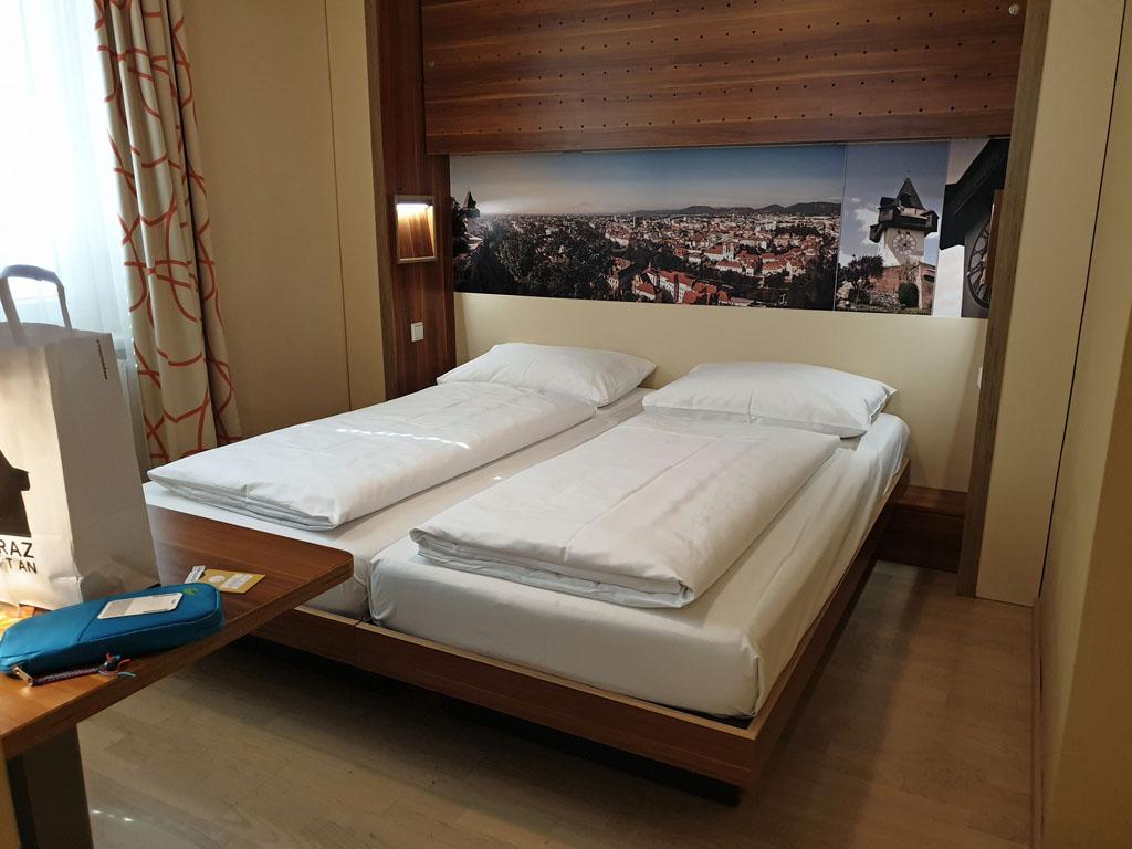 Een kleine maar heerlijke slaapkamer voor ons. graz-met-kinderen-3