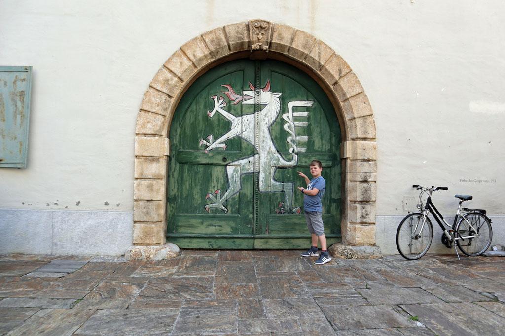 De Panter van Graz, herken jij de 5 dieren waarop dit figuur gebaseerd is? graz-met-kinderen-31