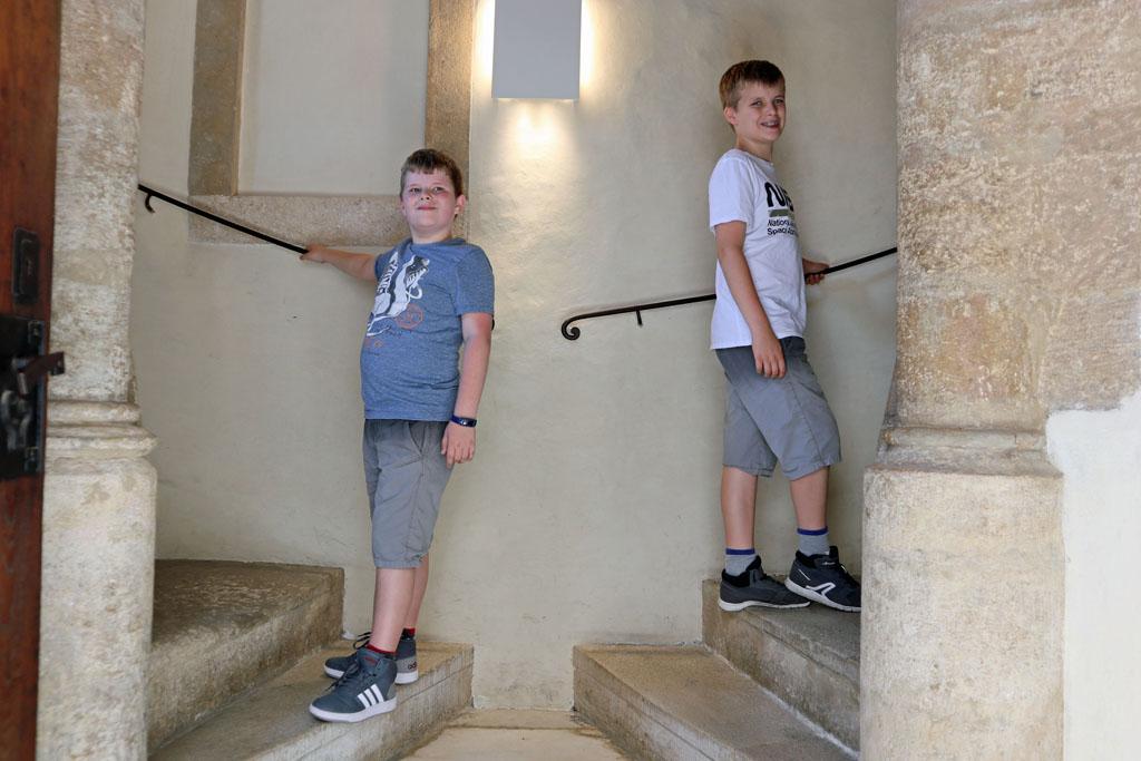 De dubbele wenteltrap in de Burg. Daar waar het bestuur van Steiermark regeert. graz-met-kinderen-34