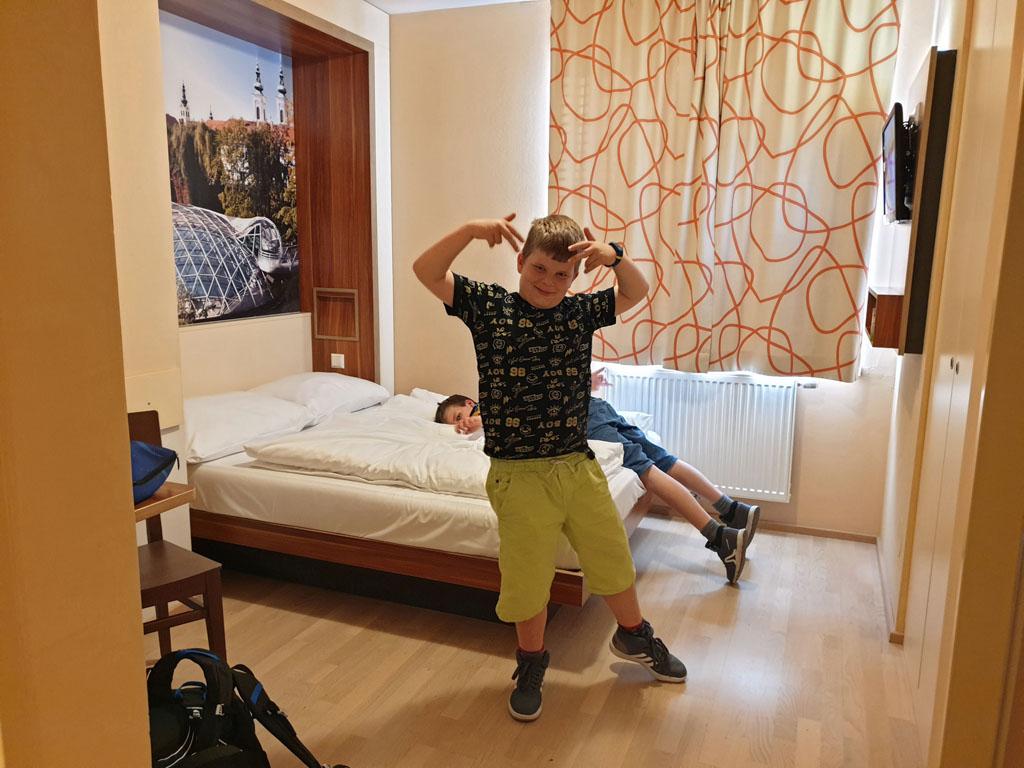 Kijk mam hoe chill, we hebben onze eigen slaapkamer graz-met-kinderen-4