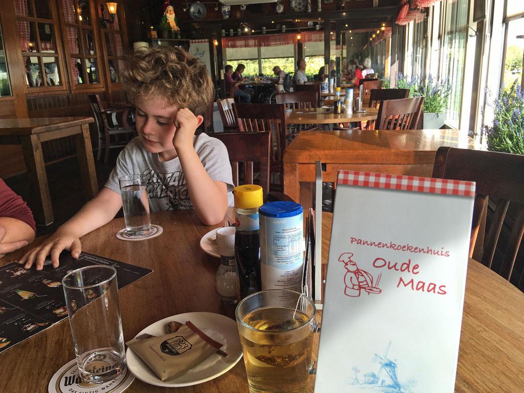 De dessertkaart bij Oude Maas is ook behoorlijk de moeite waard vinden de kinderen.