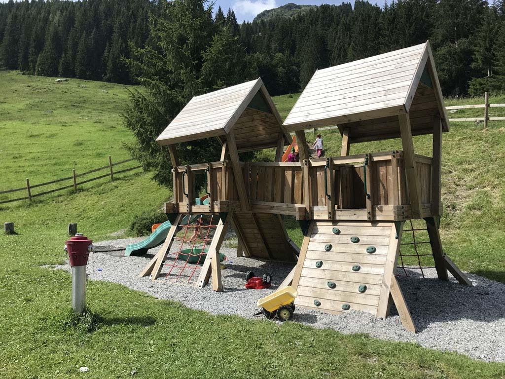 Veel berghutten in Saalbach Hinterglemm hebben ook leuke speelplekken voor de kids, zoals deze bij de 'end of the valley'.