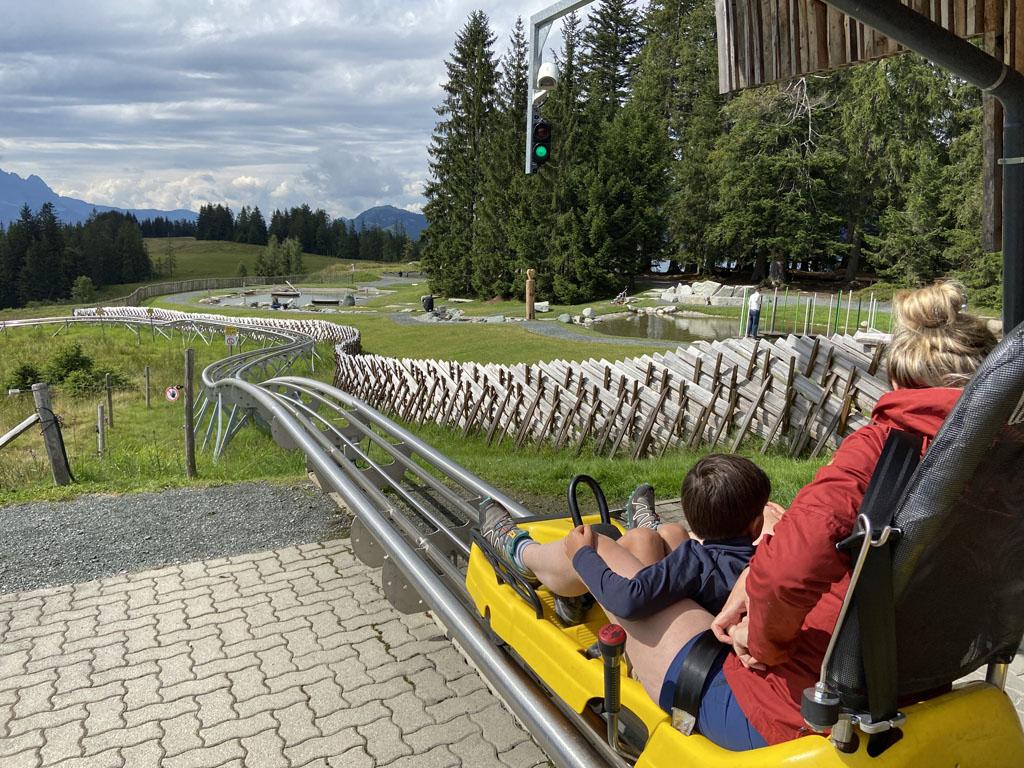 Timoks Alpine Coaster is een spectaculaire rodelbaan met een Kaiserquelle, een reuzenslang en een 360° carousel.