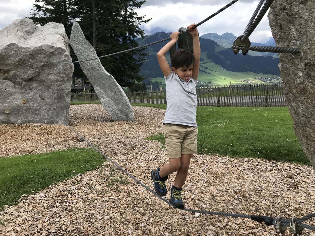 Ook voor stoere kleuters is het klimpark geschikt.
