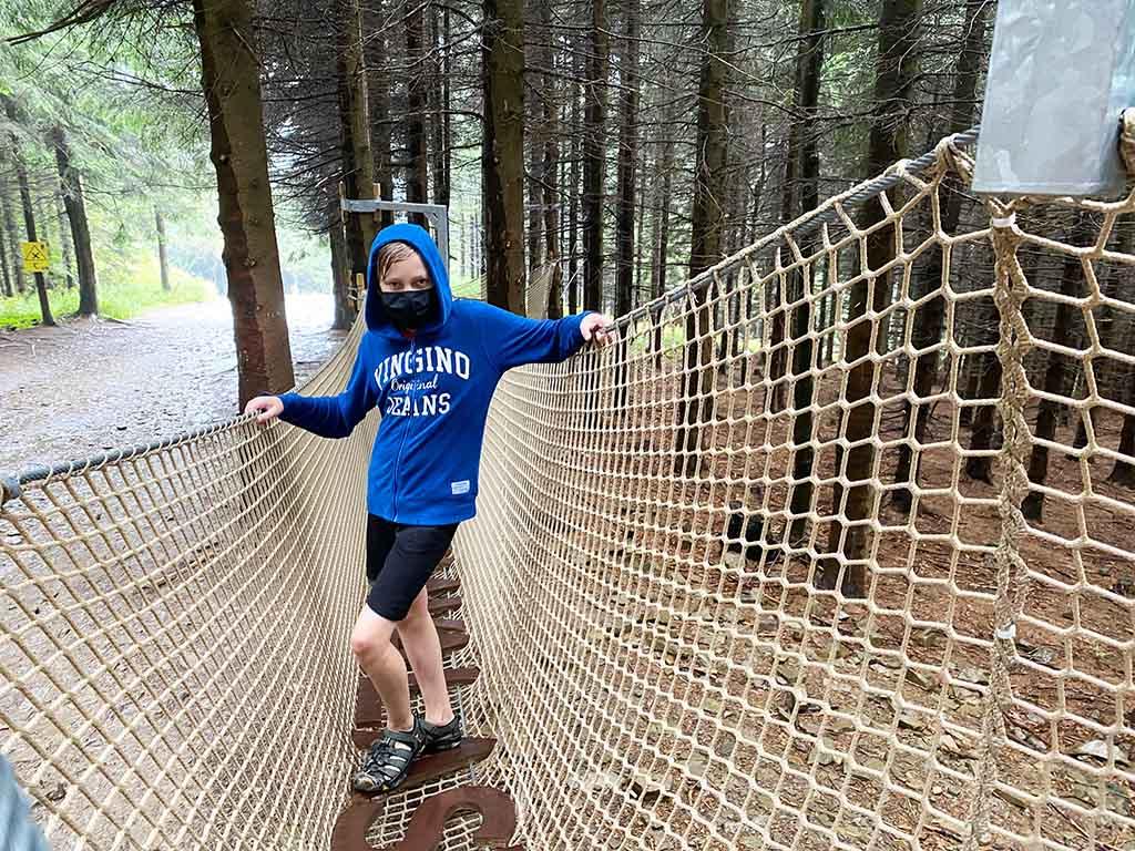 Buiten het boomkroonpad Stezka Valaska zijn er nog meer parcoursstukken in het bos