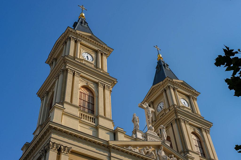 De oude kathedraal is prachtig gerenoveerd