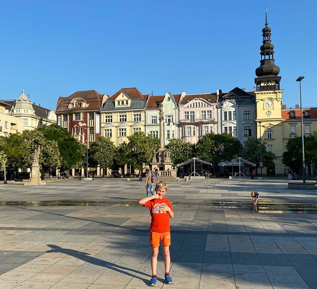 Het grote plein van Ostrava, een niet te missen stad tijdens een vakantie in Moravië en Silezië