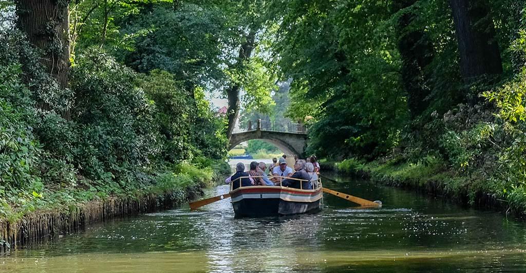 Ook varen er gondels door het meer en door de kanalen
