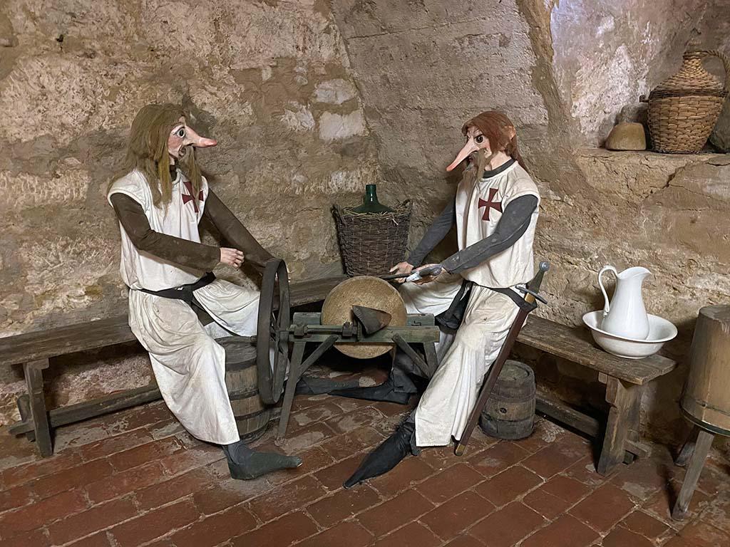 De tempeliers bewaken de verborgen schat in de kelder