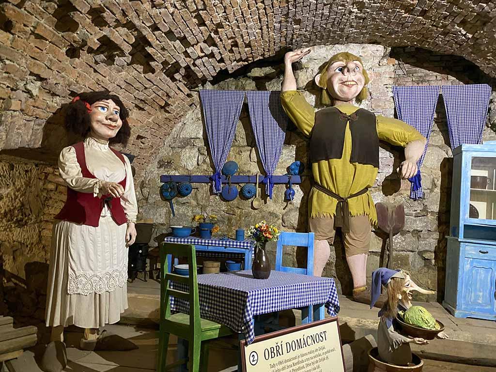 In de kerkers van kasteel Stare Hrady woont ook een reuzenfamilie