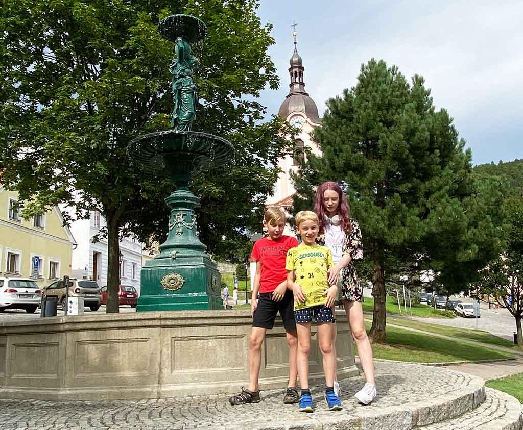We beginnen onze rondleiding op het grote plein van Stramberk